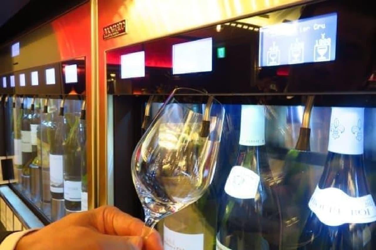 ワインはセルフサービスで