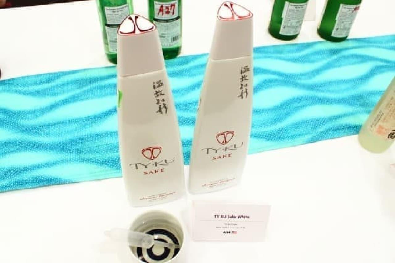 ボトルが個性的な「TY KU Sake White」