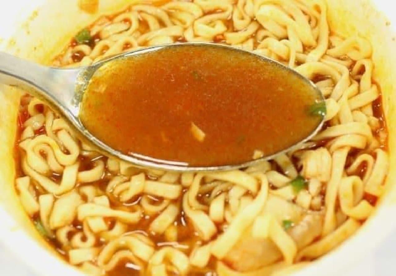 濃厚でスパイシーなスープ