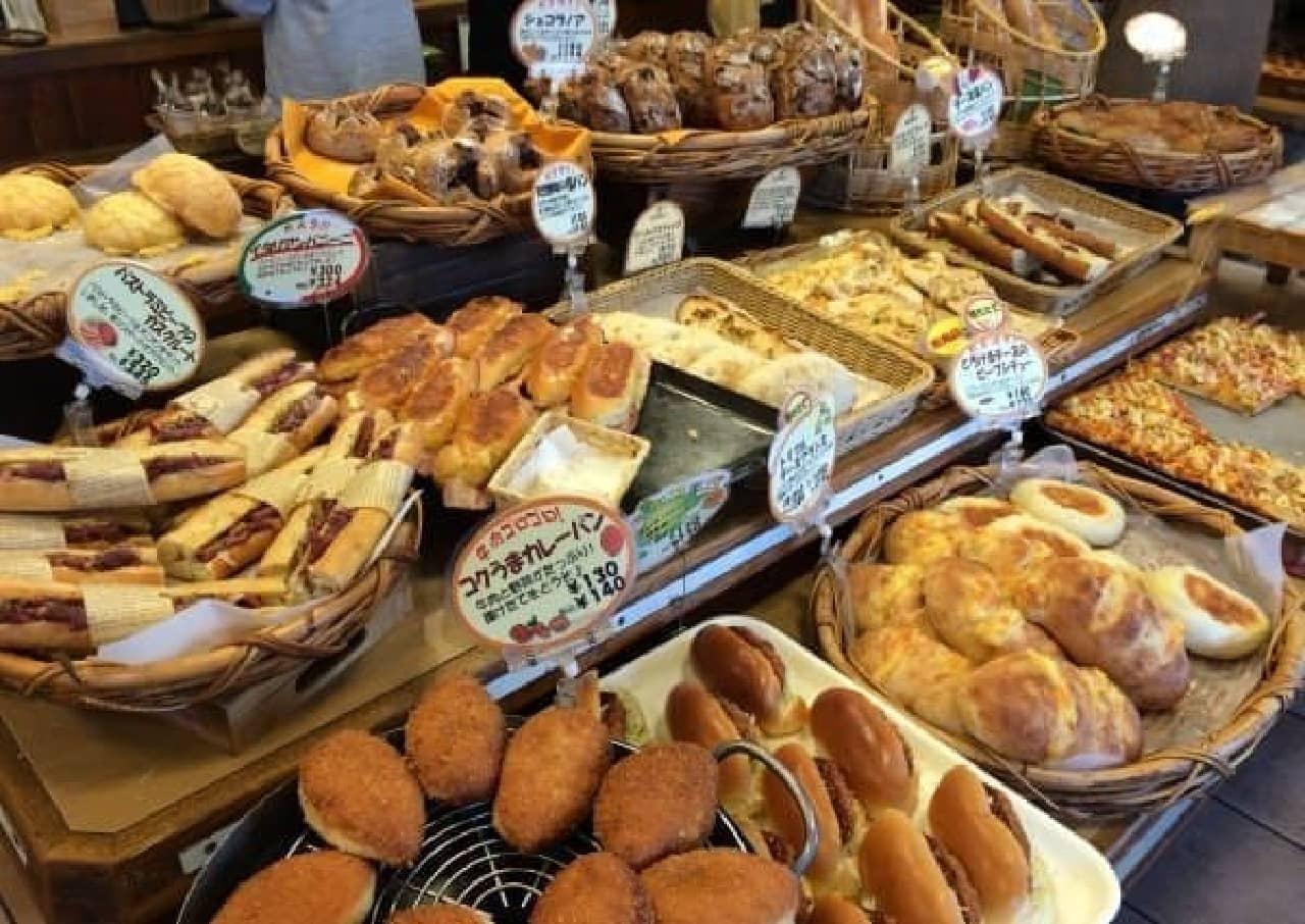 甘いパンも、お惣菜パンもおいしそう!