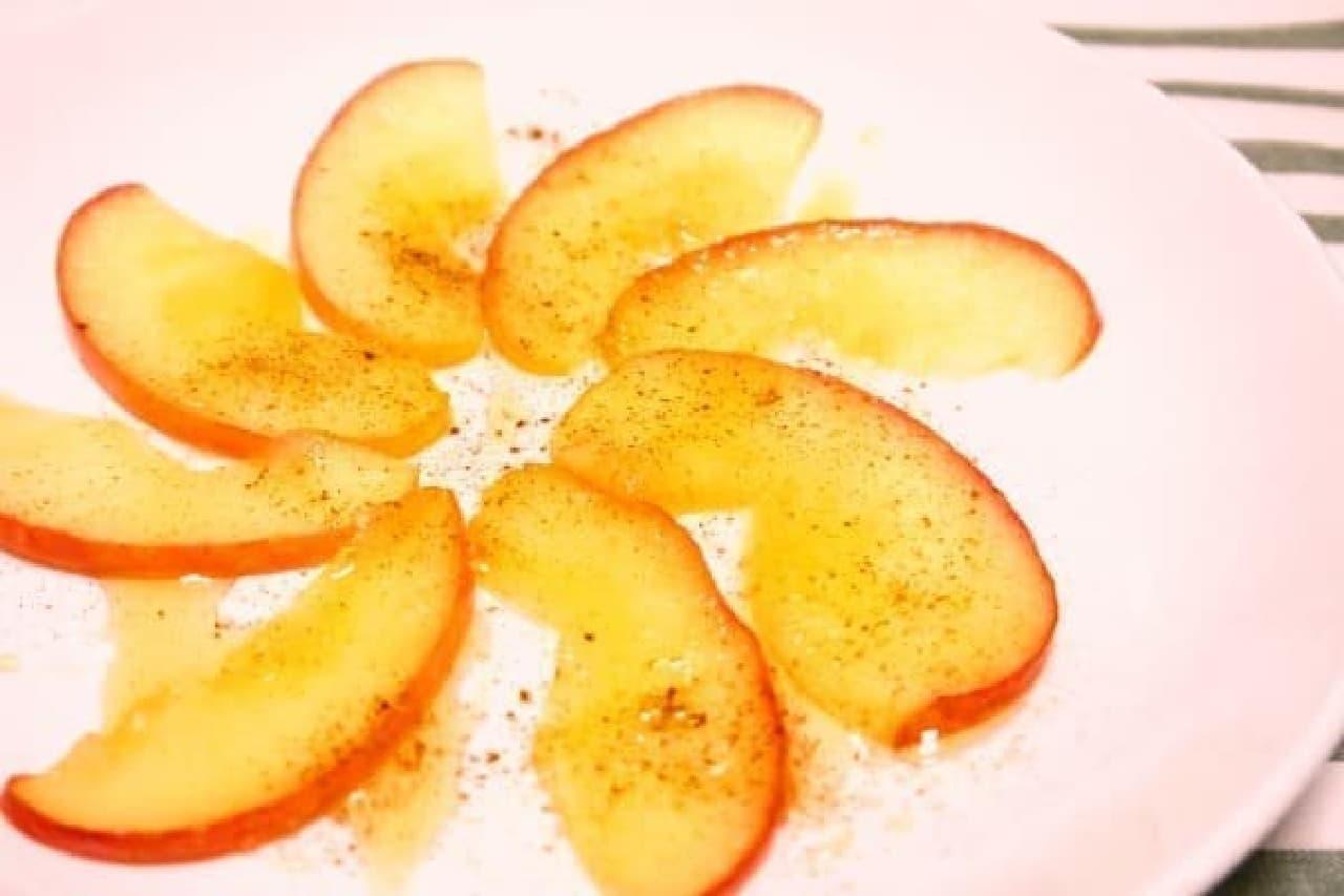 ローラさんが紹介して話題に!「りんごのココナッツオイル焼き」
