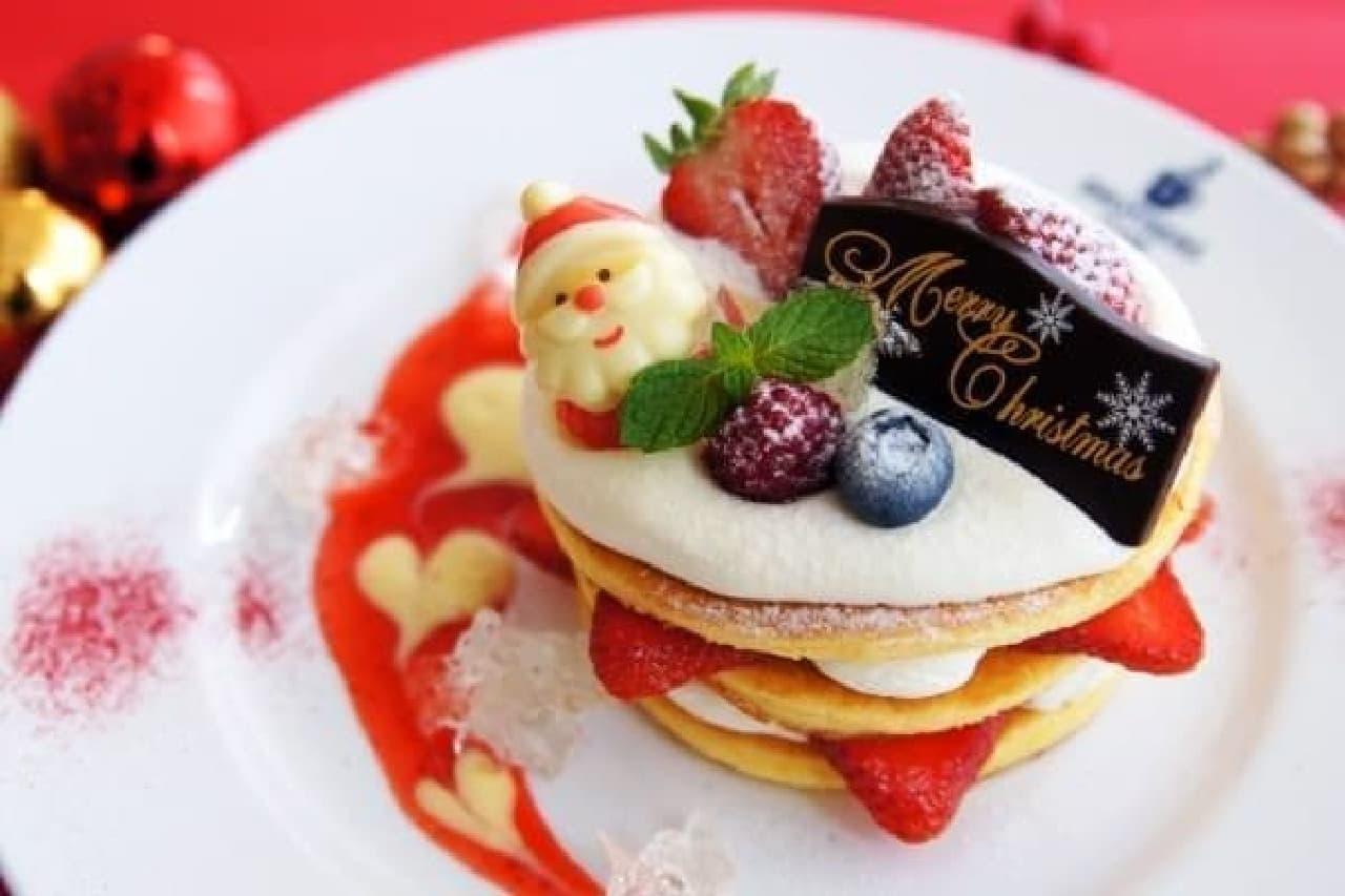 サンタさんが可愛い!「たっぷり苺のパンケーキ」