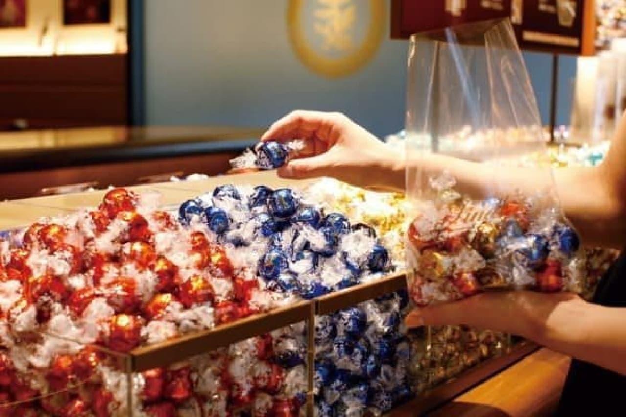 25種類以上のチョコレートを量り売り!ピック&ミックス
