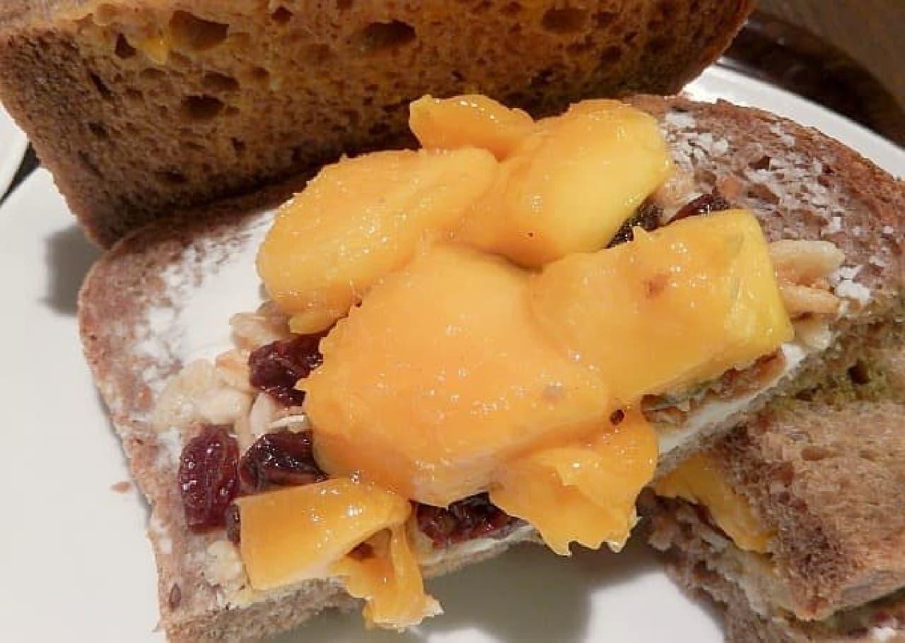 とろけるマンゴーとフルグラ、クリームチーズ