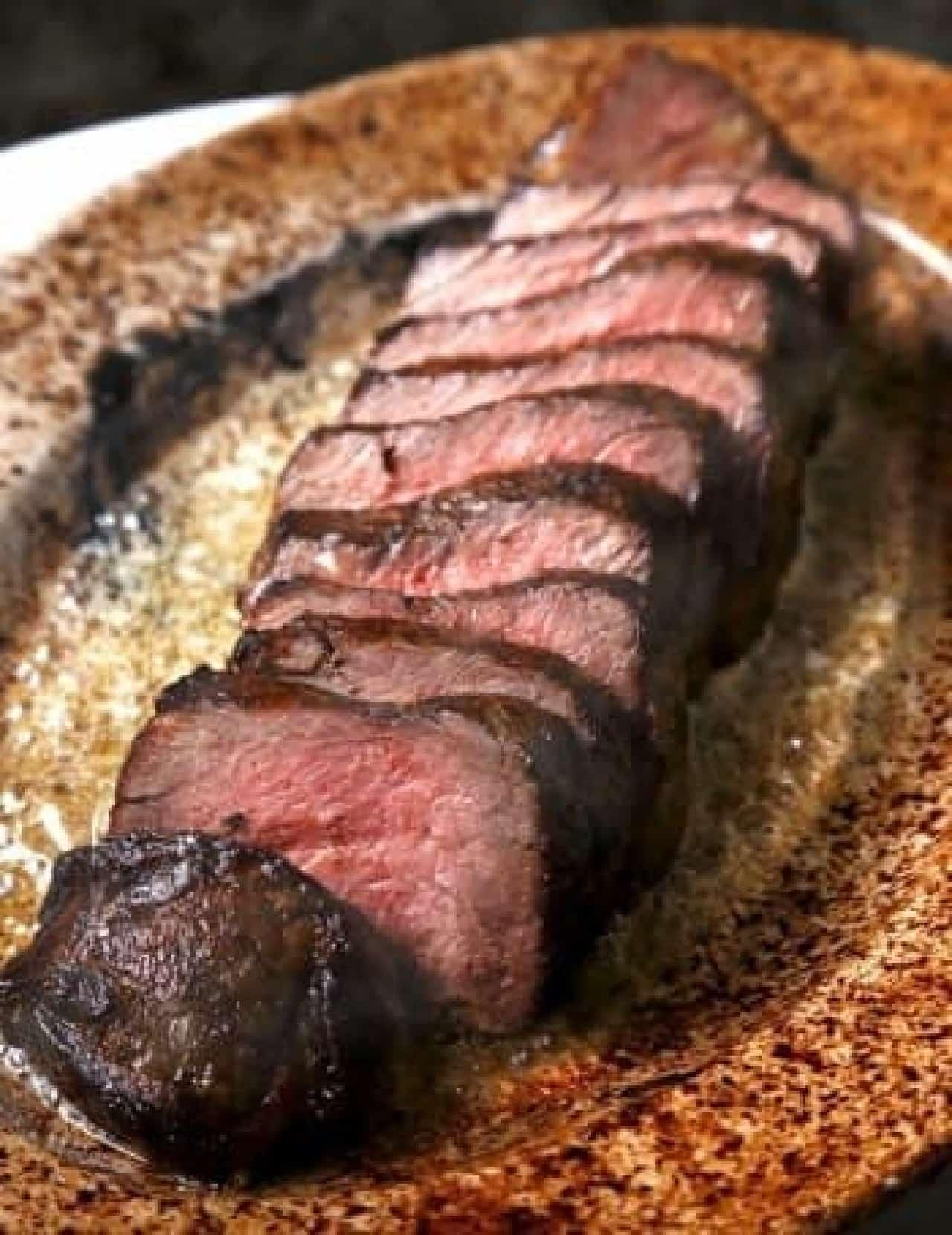 ジューシーな「U.S. 熟成肉のステーキ」
