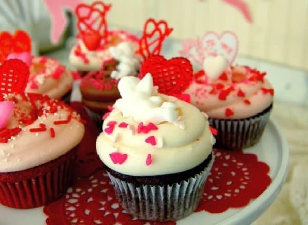 ハートのモチーフが可愛い!「バレンタイン カップケーキ」
