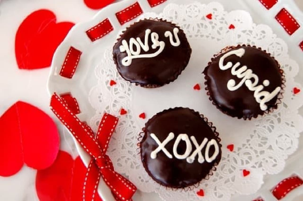ハンドライティングのメッセージ入り!「バレンタイン トリュフ カップケーキ」
