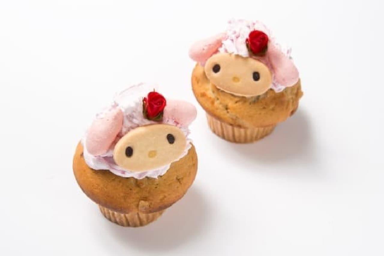 クリームを顔に見立てたカップケーキ  (c)2015 SANRIO CO., LTD.