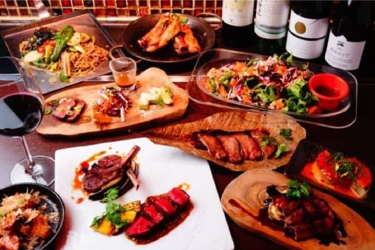肉料理や野菜、デザートなど全13品がラインナップ!