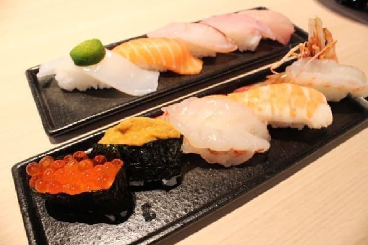 お寿司のわさびは別添えで提供されます