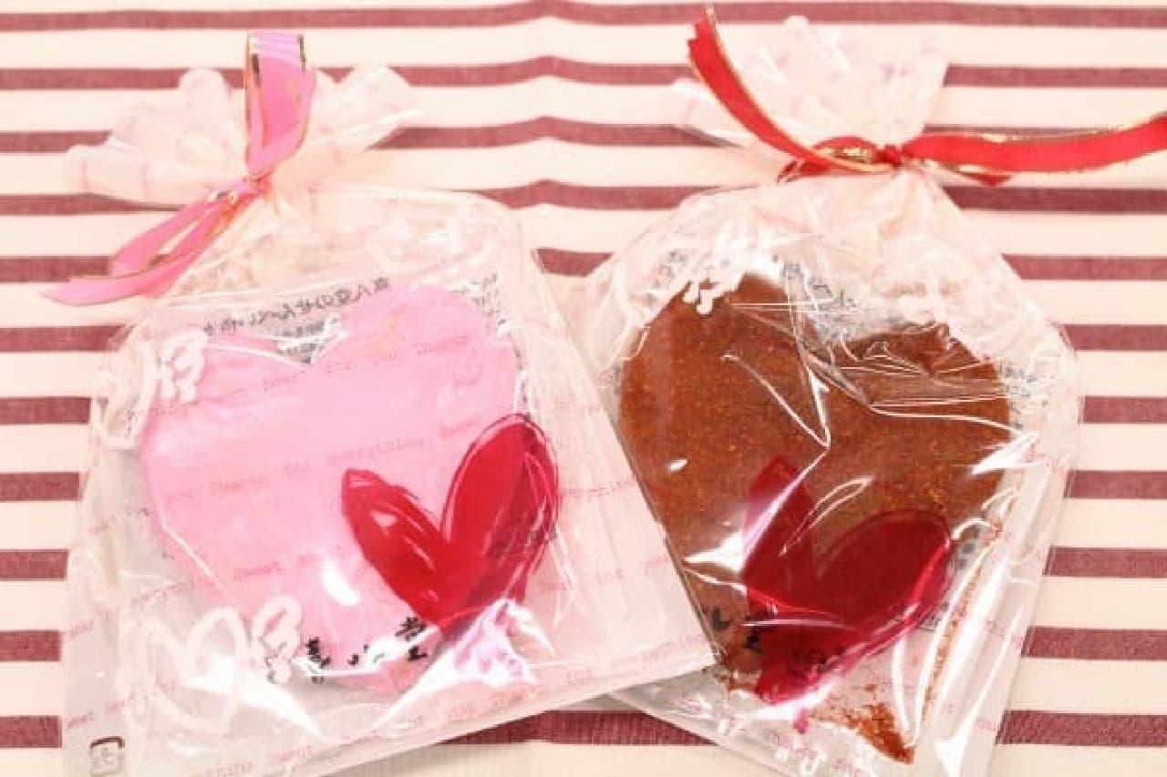 写真は「喜八堂」のもの。ピンクは梅味、赤はとうがらし