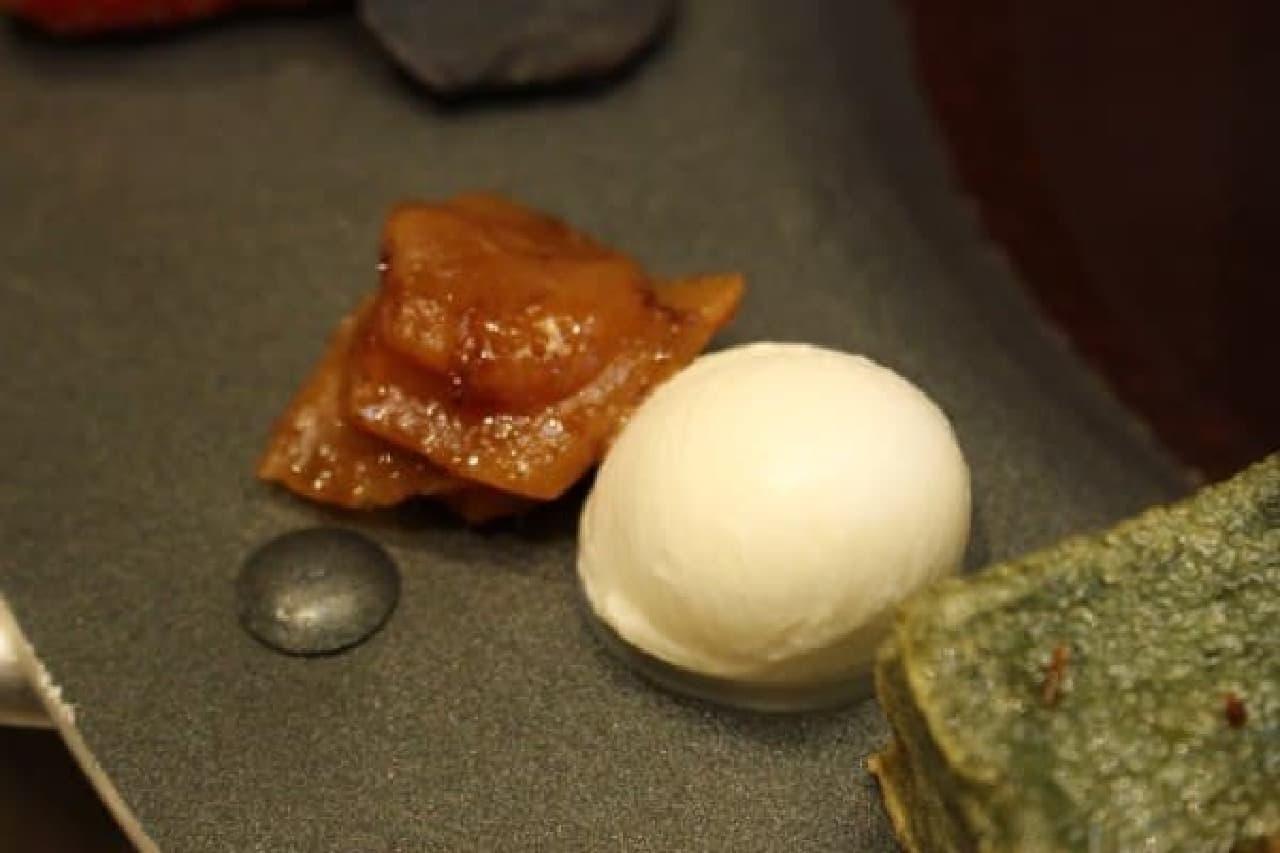 生姜の甘辛煮(左)、モッツァレラチーズ…