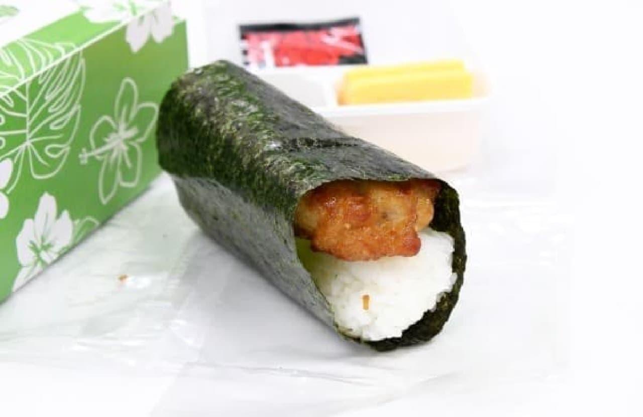 から揚げが丸ごと入った手巻き寿司って斬新!