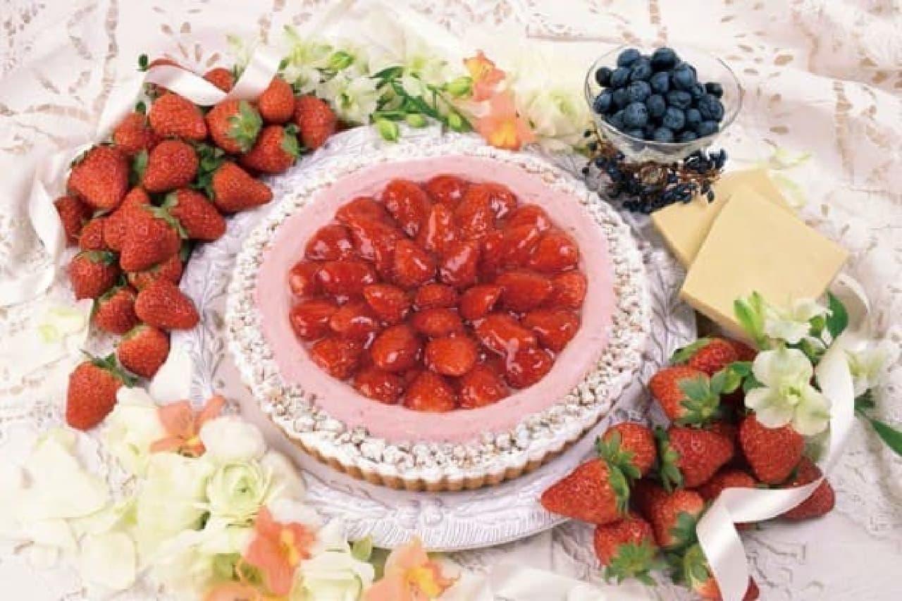 イチゴとブルーベリーマフィンの贅沢な組み合わせ