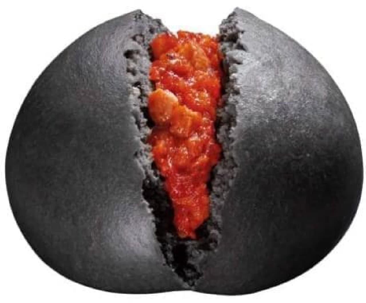 今年も出ちゃうぞ!KISS とコラボの「激辛チリトマトまん」
