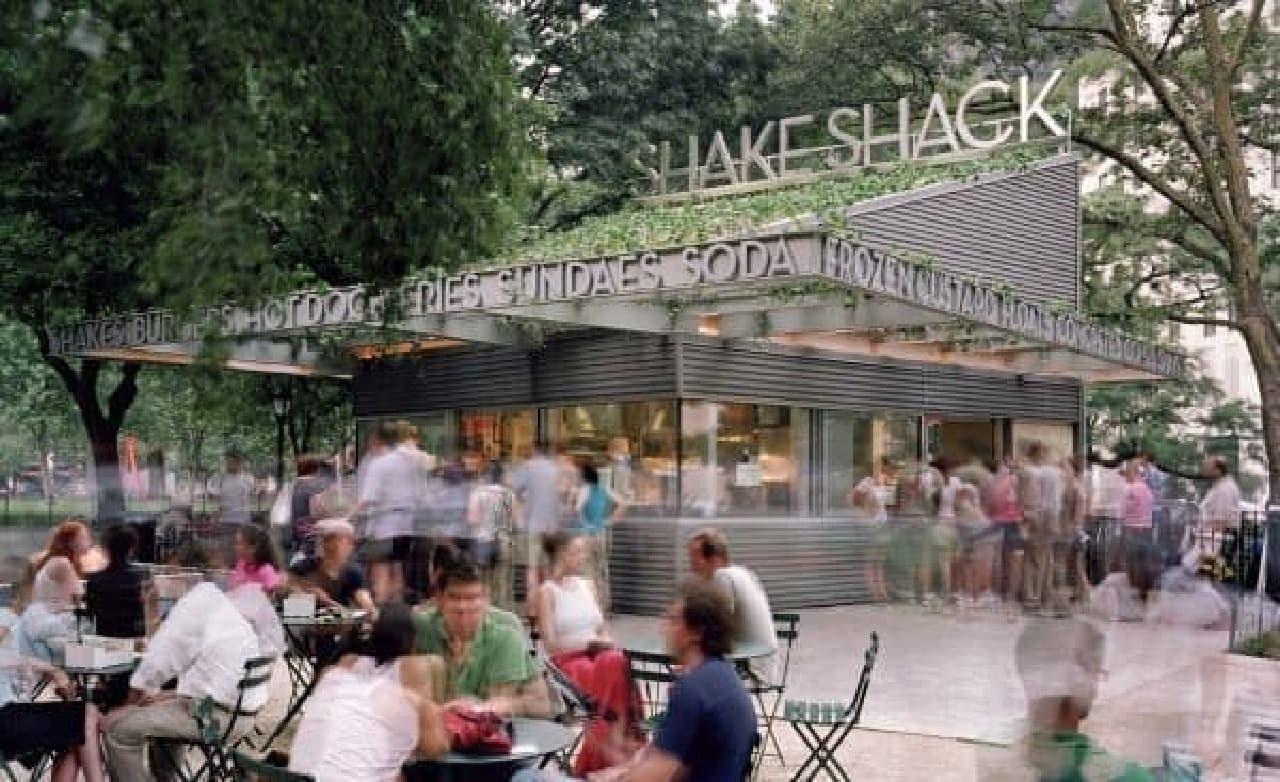 地域の人々が集まる場所としても愛されるシェイクシャック