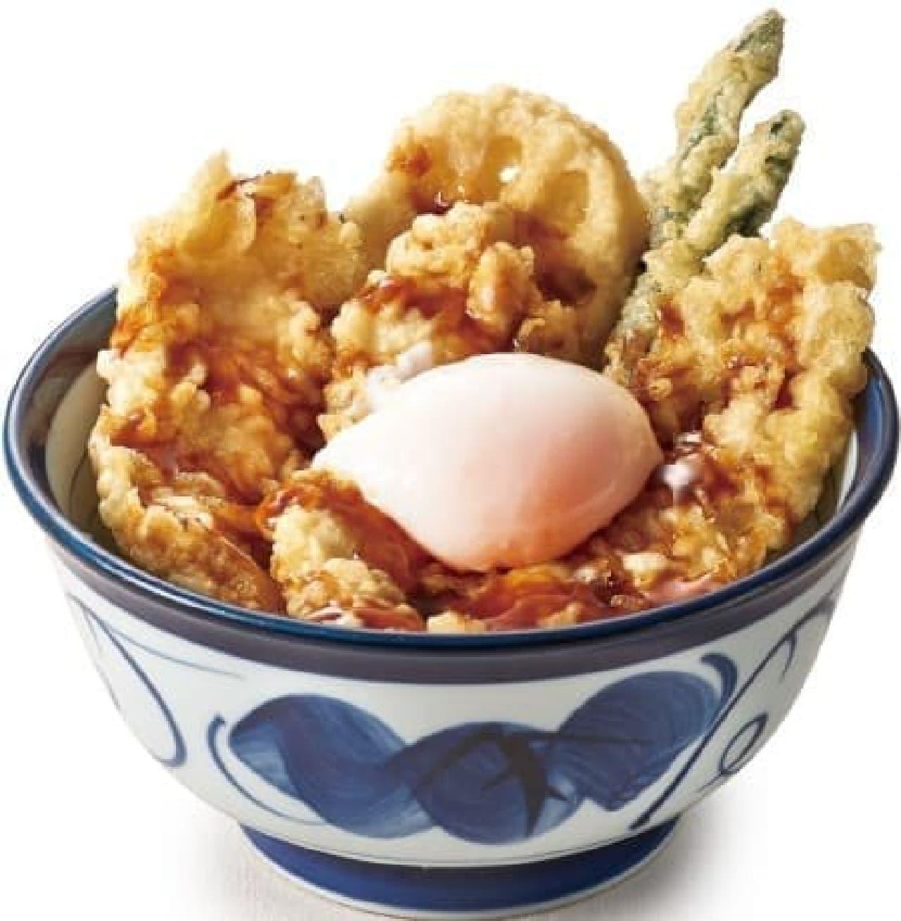 鶏天の旨みと黒酢ソースのさっぱり風味がマッチ!  (写真は半熟玉子付き・690円)