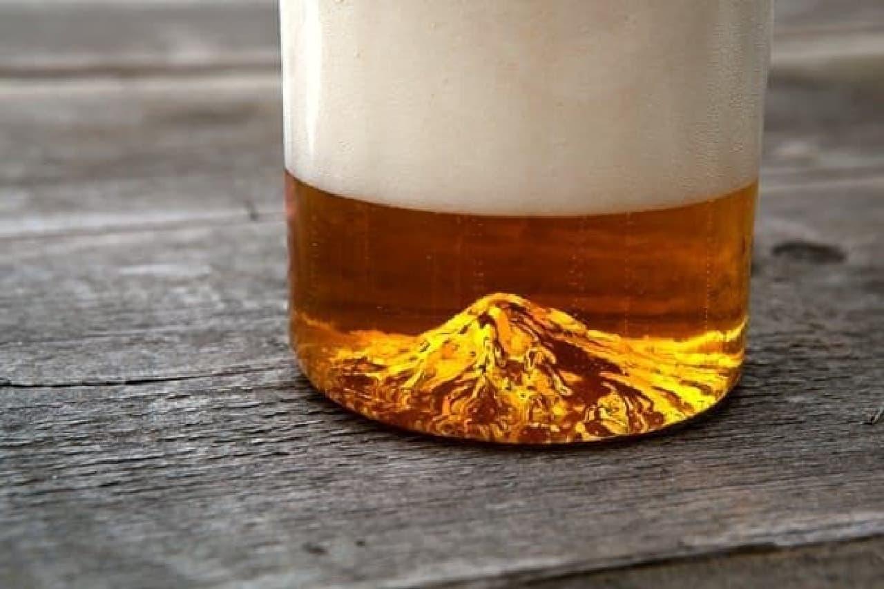 """グラスの底に浮かび上がる、荘厳な""""フッド山"""""""