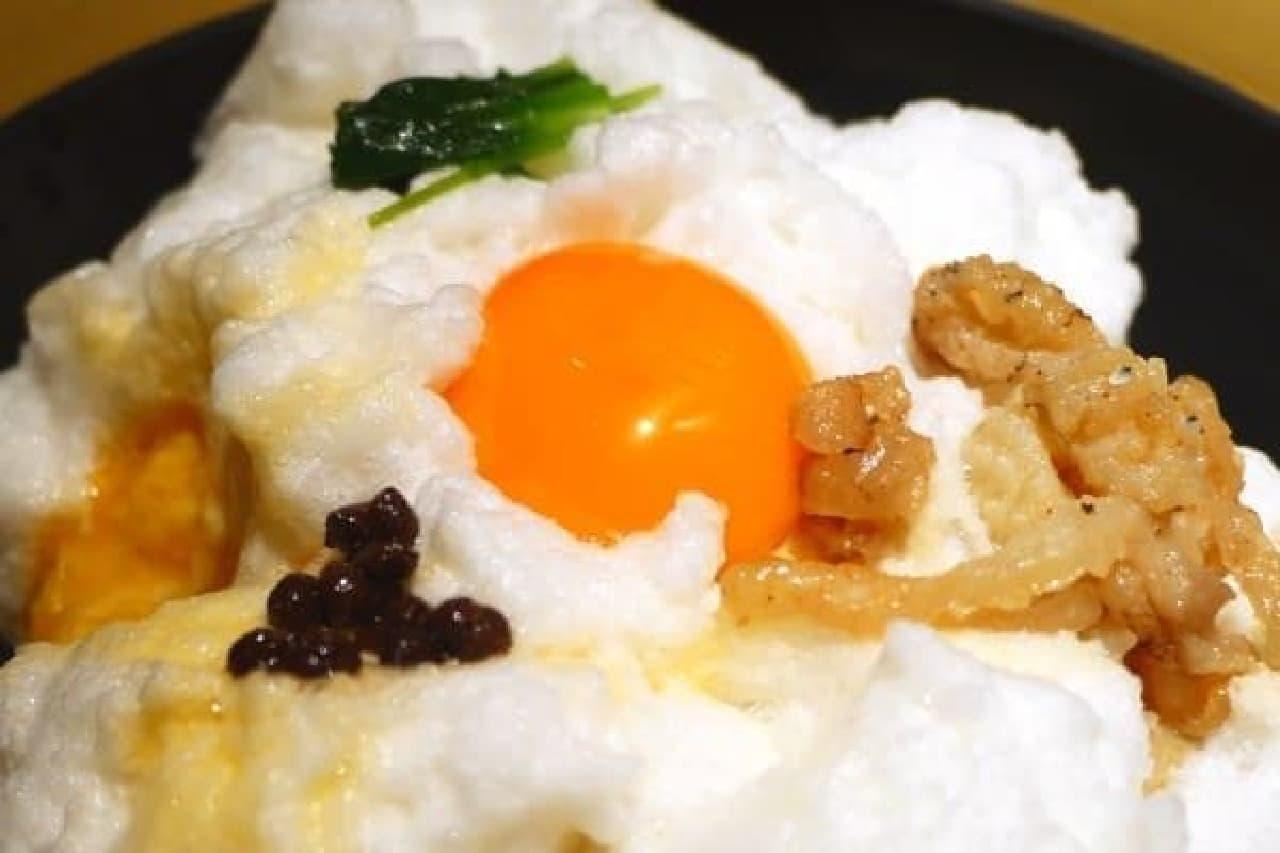 こんな親子丼はじめて!ふわふわメレンゲがのった「雪の桜島」