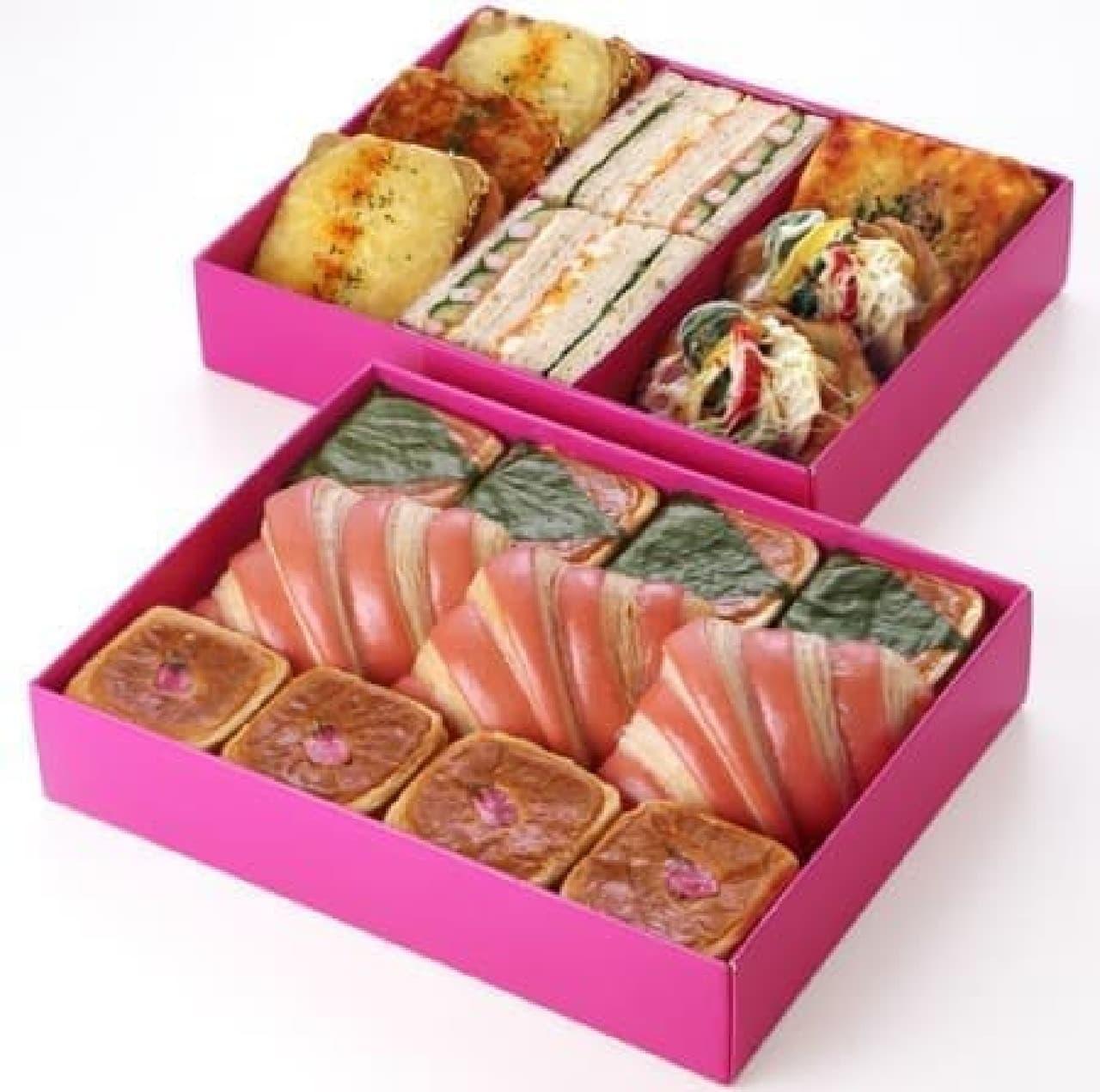 総菜パン5種を詰め合わせた「サレ」(上)と  甘いパン3種を詰め合わせた「シュクレ」(下)