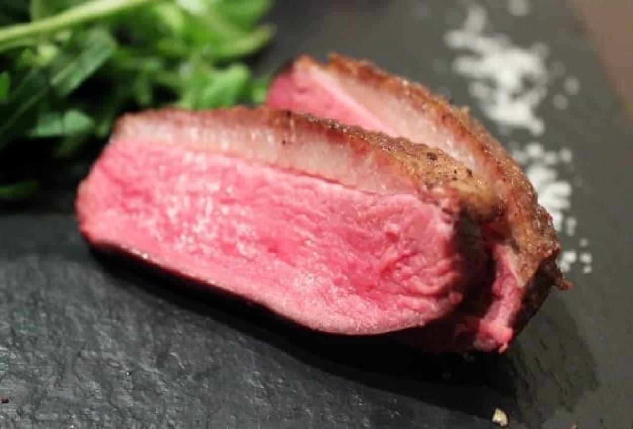 """熟成肉や""""超希少""""な鴨肉料理も楽しめる"""