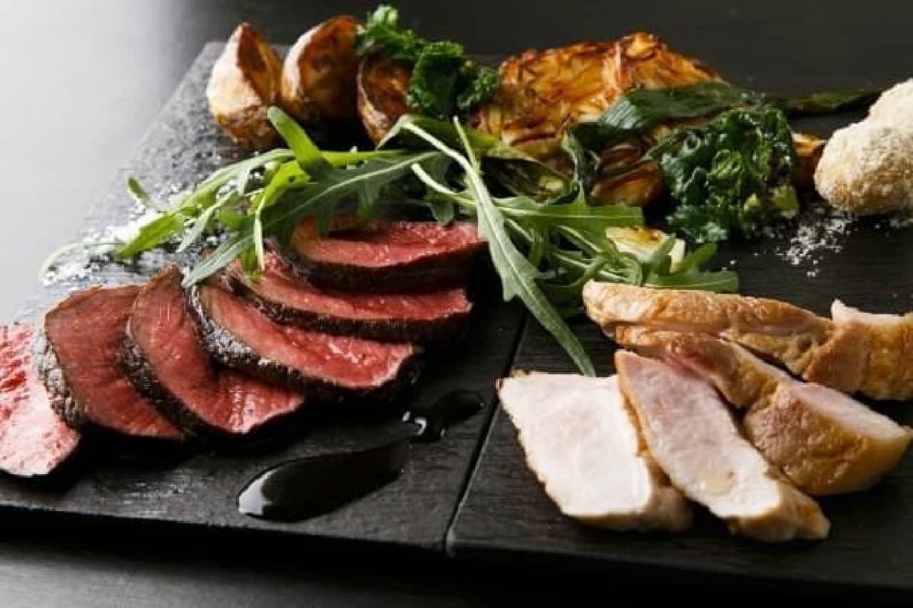 その日仕入れた「おいしいもの」が提供される  (写真は「本日のお勧め肉の盛り合わせ」 7,000円)