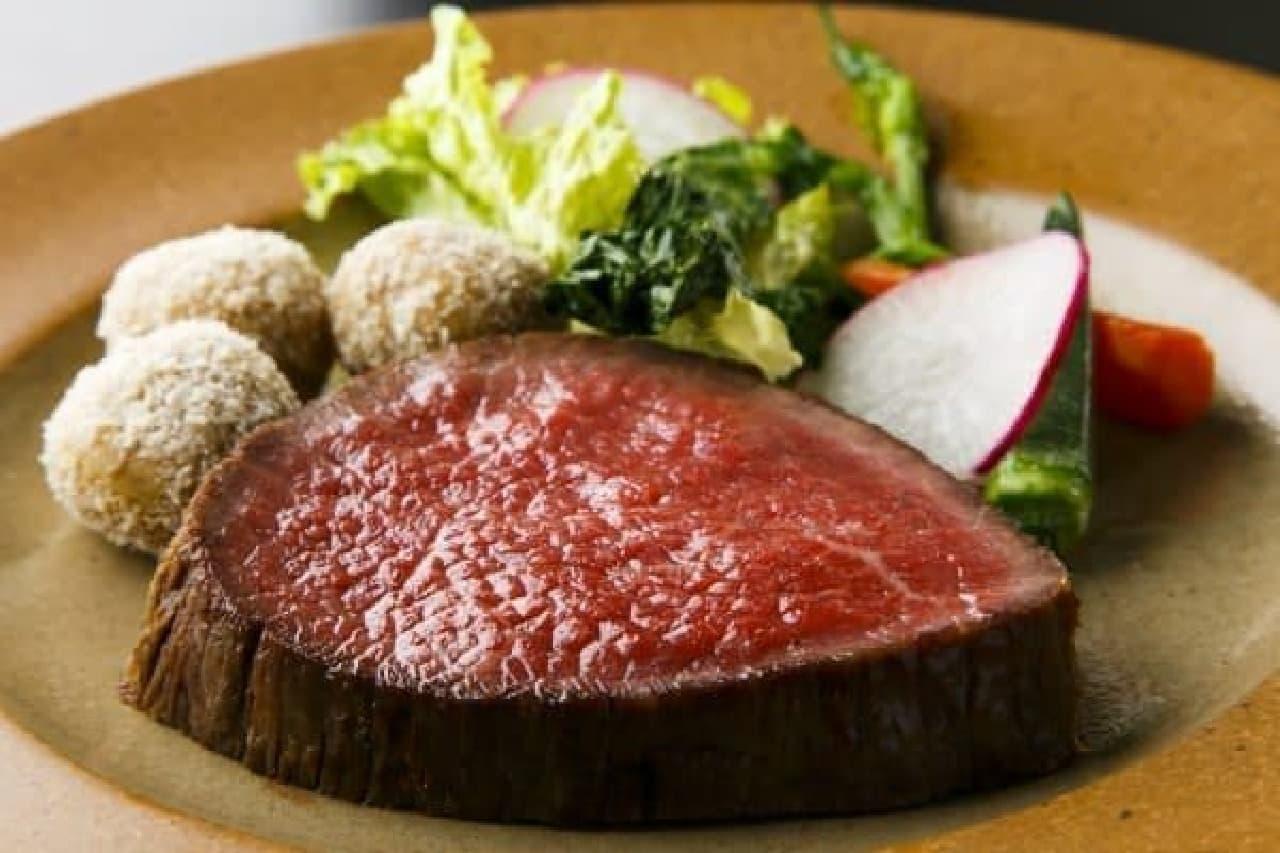 週末限定ランチ 赤城牛140日熟成の極厚ローストビーフ