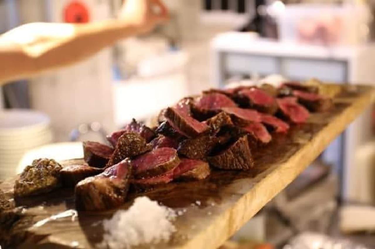 都内の人気店の肉料理が集結!