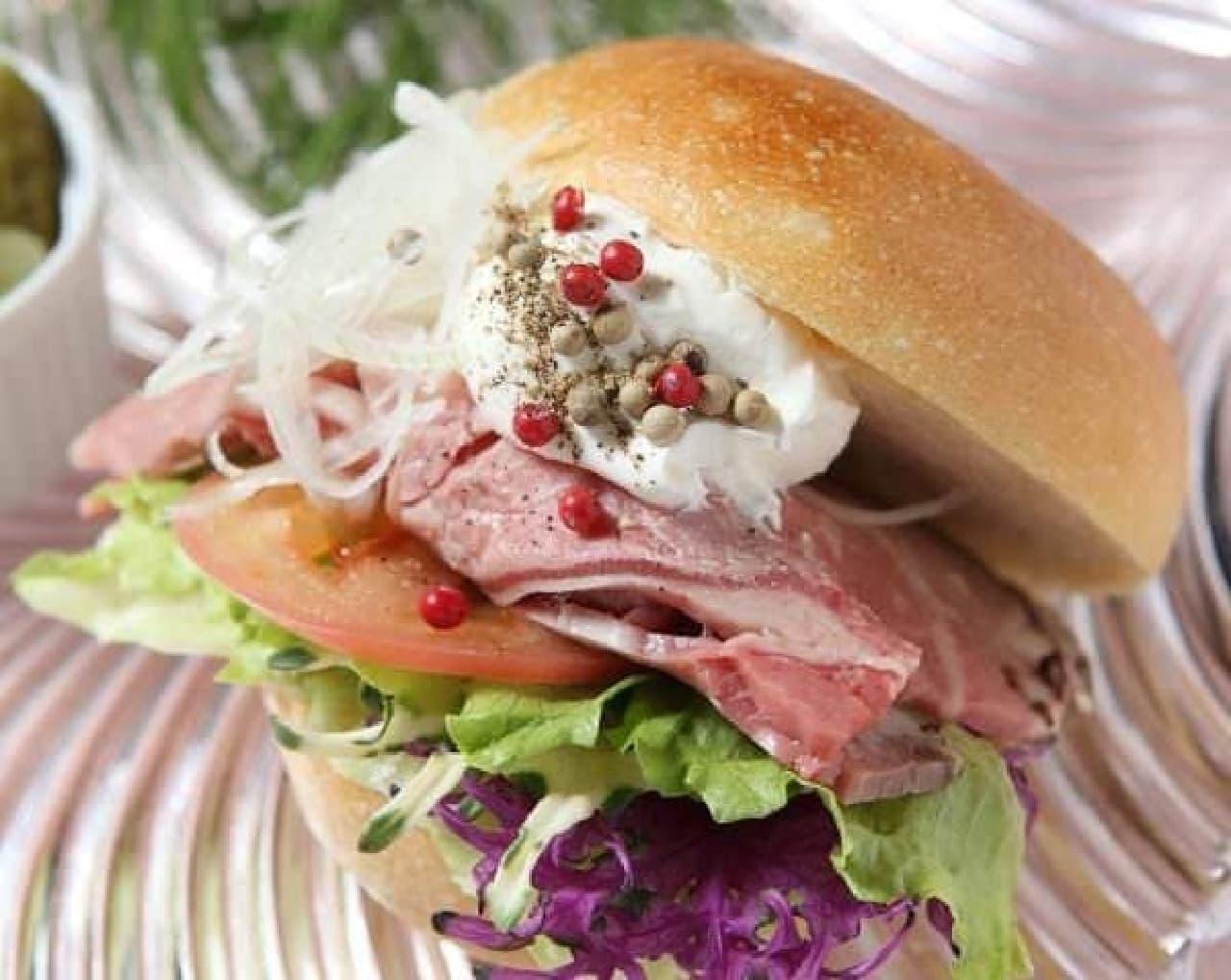 大阪産の黒毛和牛を使った「ザ・大阪サンドイッチ」が味わえる