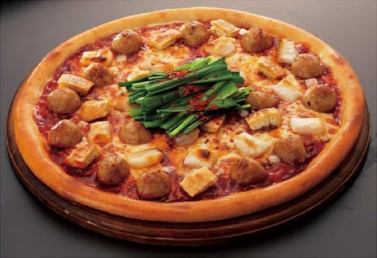 鍋と見まごう、ボリューミーなピザ