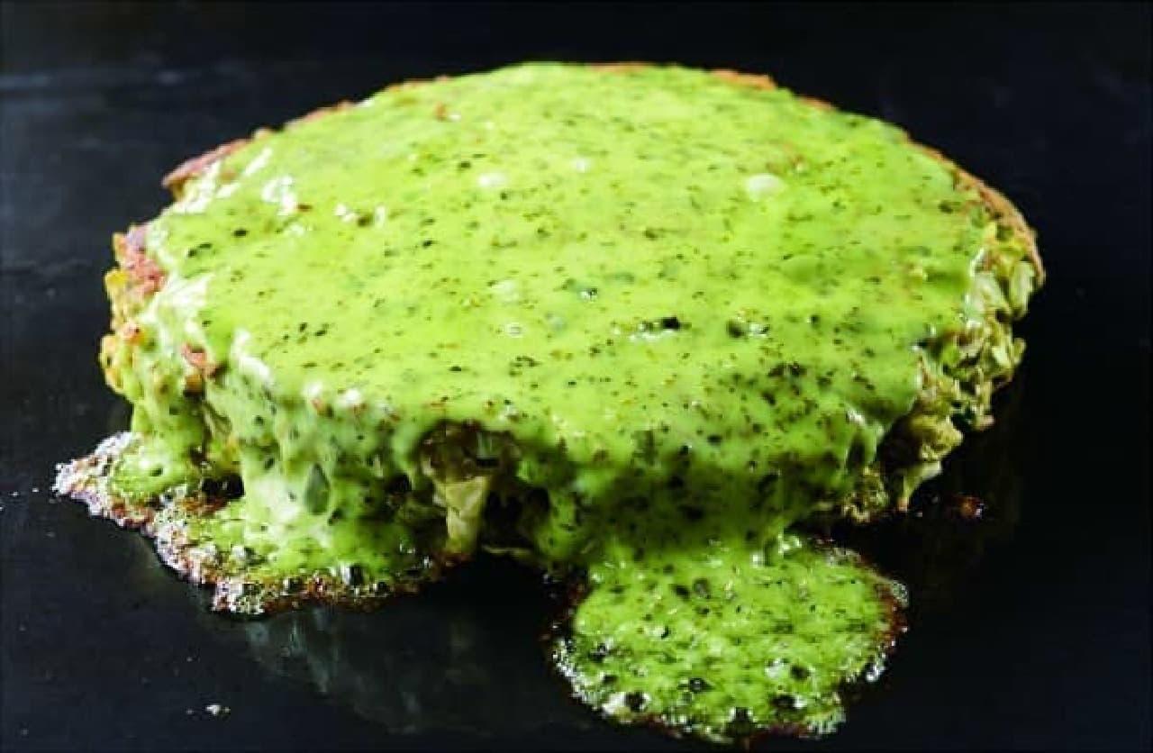 鮮やかなバジルソースの 「緑の牛スジ歌舞伎玉」