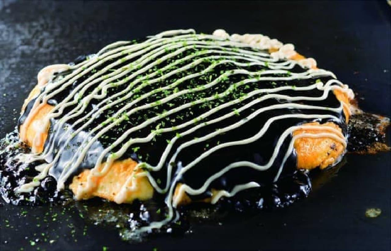 イカスミソースの「黒のイカ盛り歌舞伎玉」