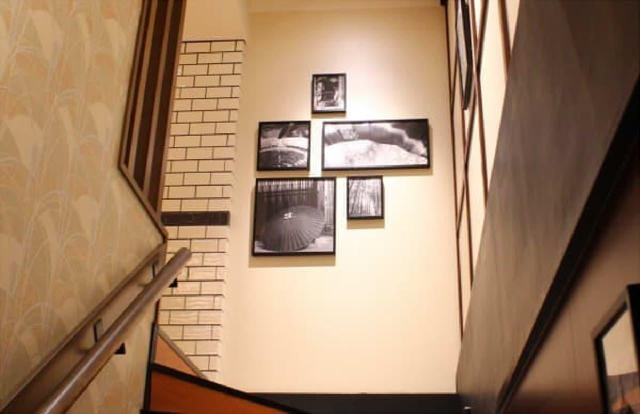 壁の写真や壁紙も和テイスト