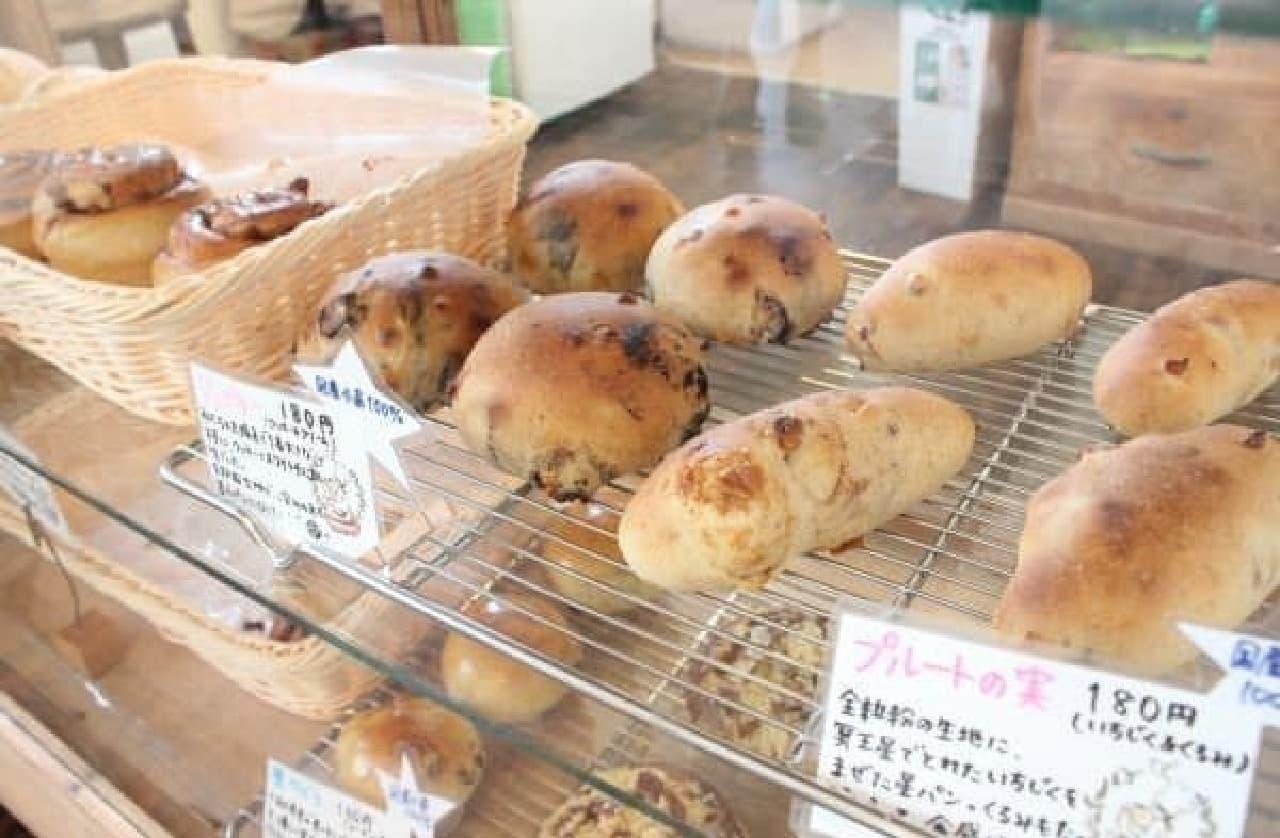 星パンは全部で20種類ほどもあるんだって!  (販売されるパンは日によって変わるそうです)