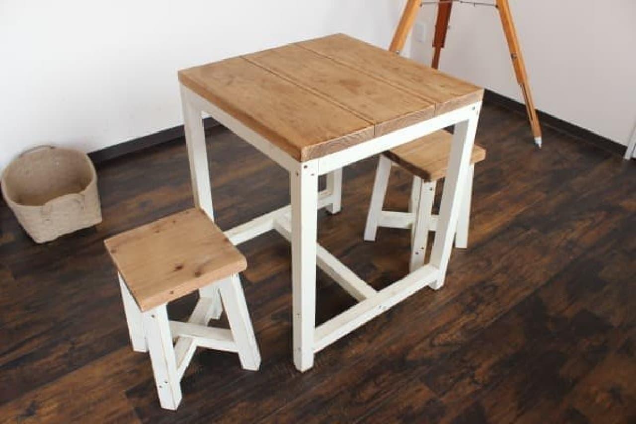イートイン用のテーブルと椅子も可愛い!