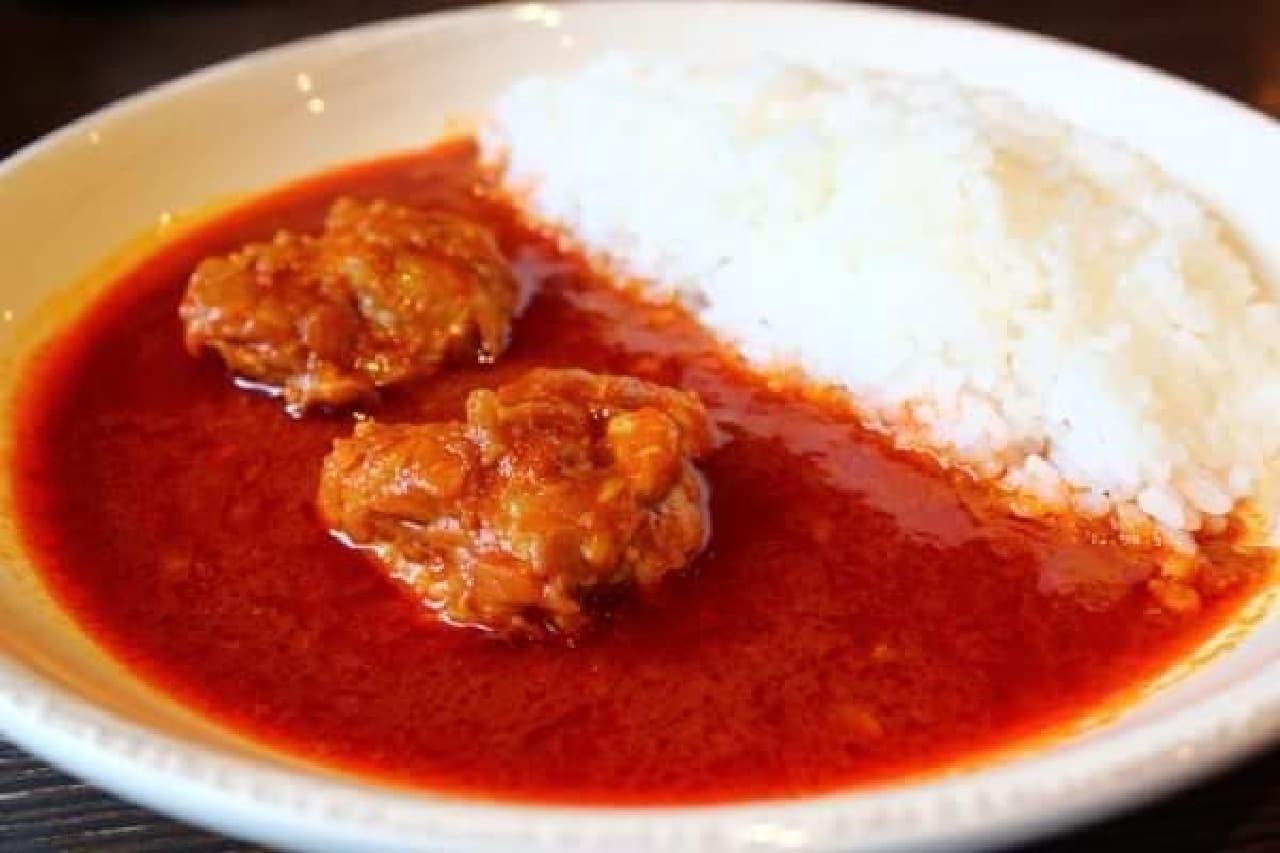 ご飯、ルウ、チキンのシンプルなカレー