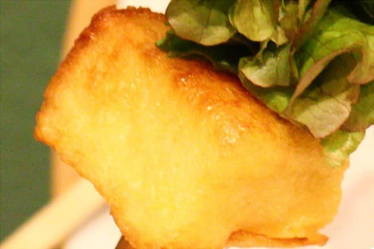 串サンドのパンはフレンチトースト