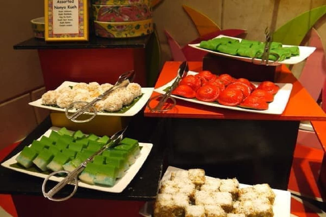 マレー系のお菓子ニョニャ クエは見た目も華やか