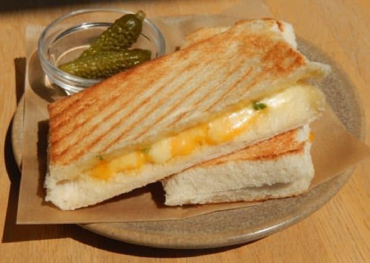 パン×とろけるチーズで噛むごとにもっちり