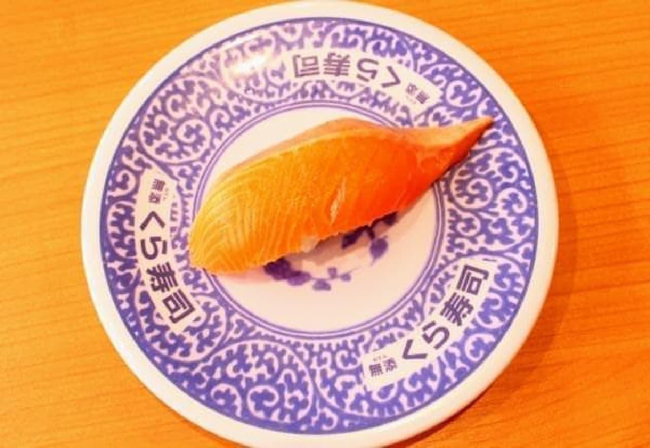 鮮やかなオレンジ色のみかんサーモン  (※みかんの色ではございません。サーモンの色です)