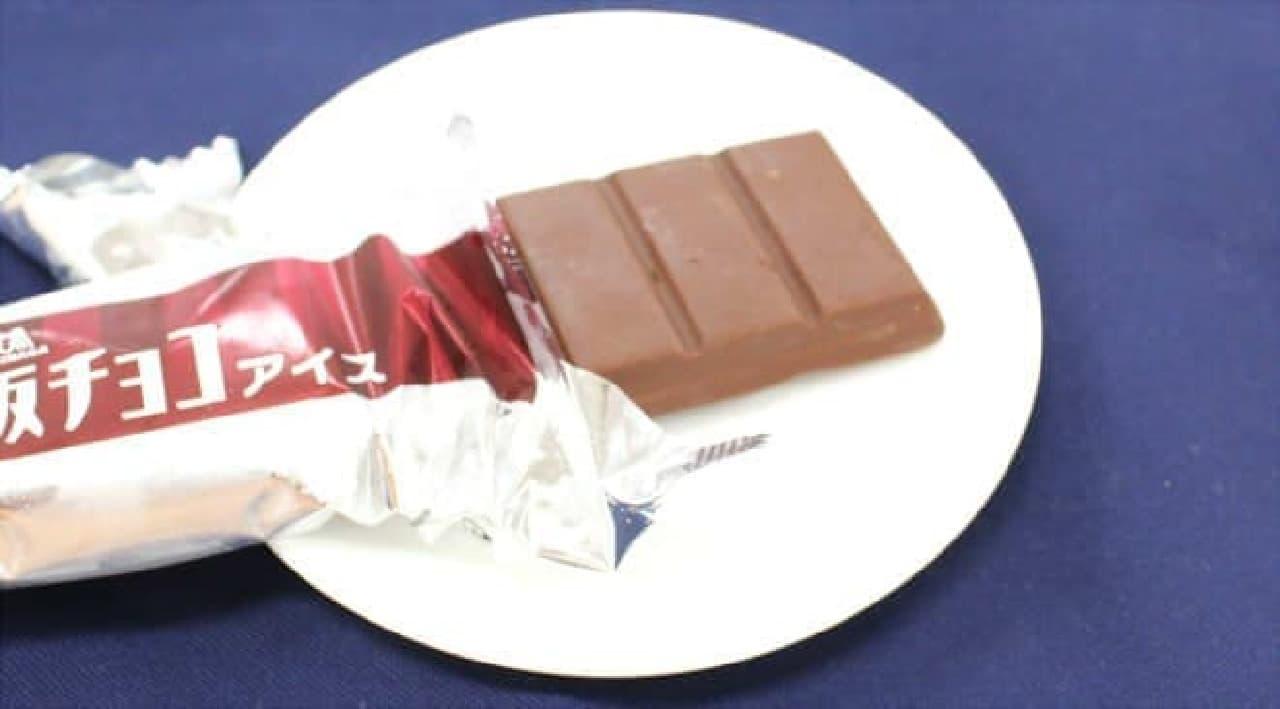 分厚い板チョコのような風体