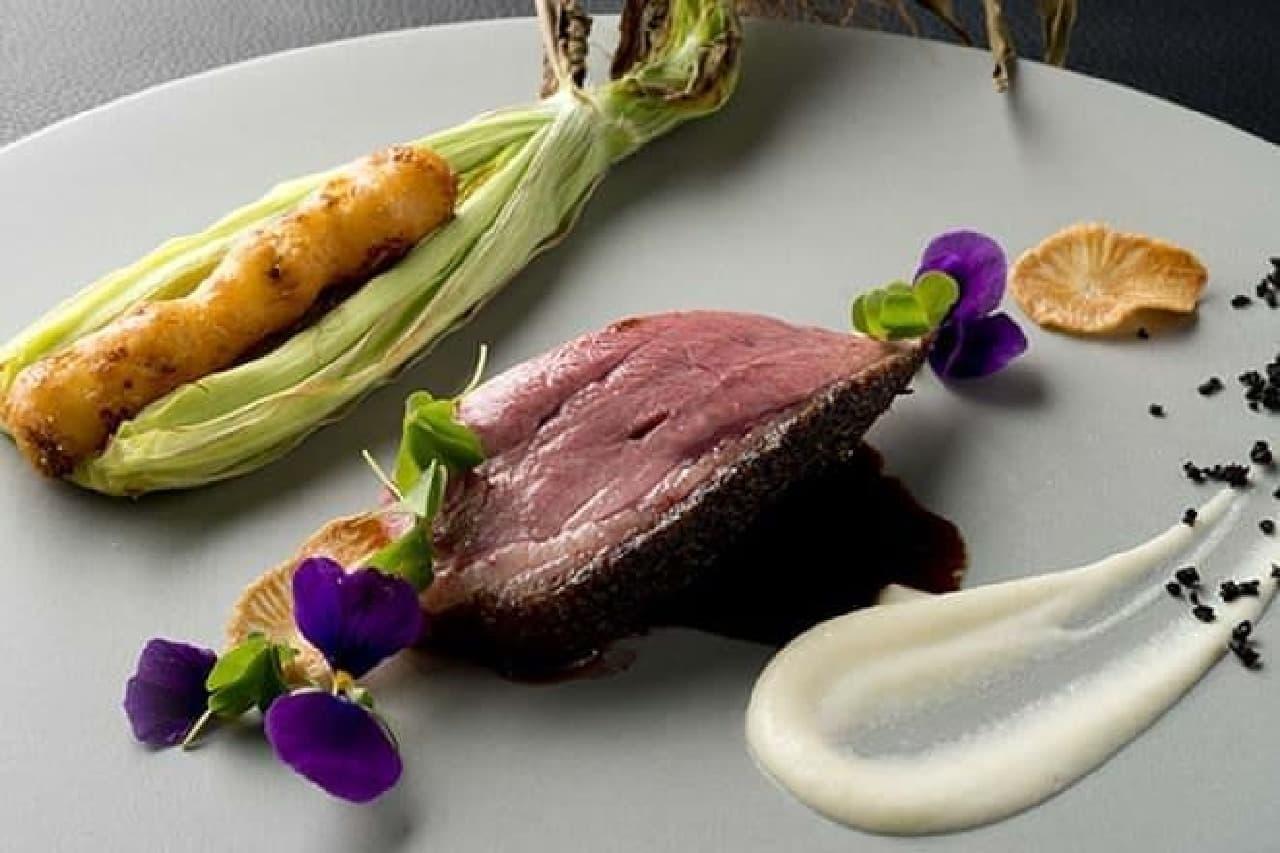 THE MOON で提供される肉料理