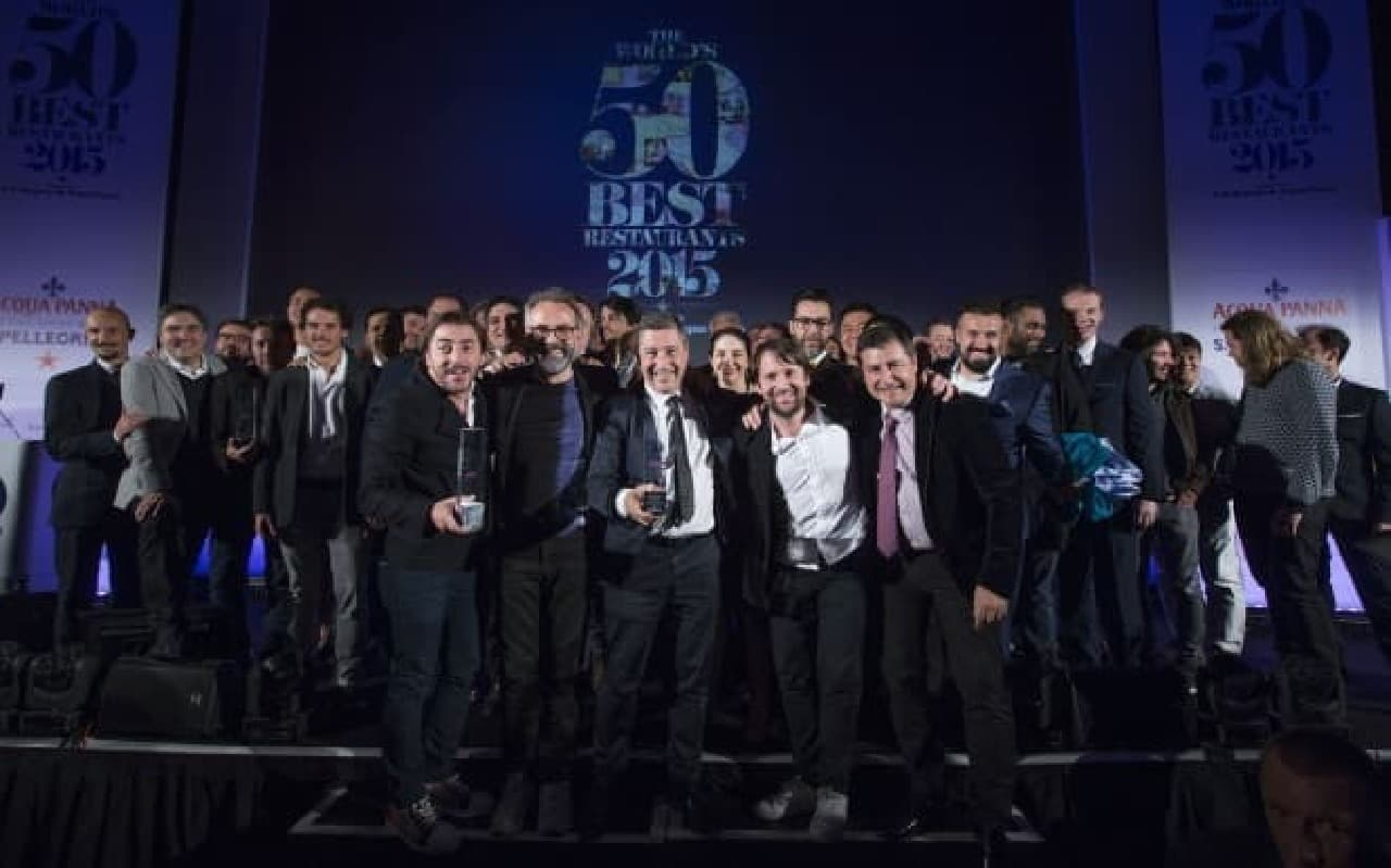 授賞式会場での集合写真  (c)The World's 50 Best Restaurants 2015, sponsored by S.Pellegrino & Acqua Panna, and onEdition Photography, the official photographers for 2015