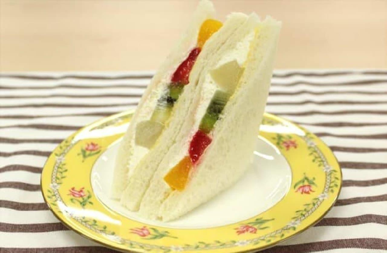 実は日本発祥のフルーツサンド
