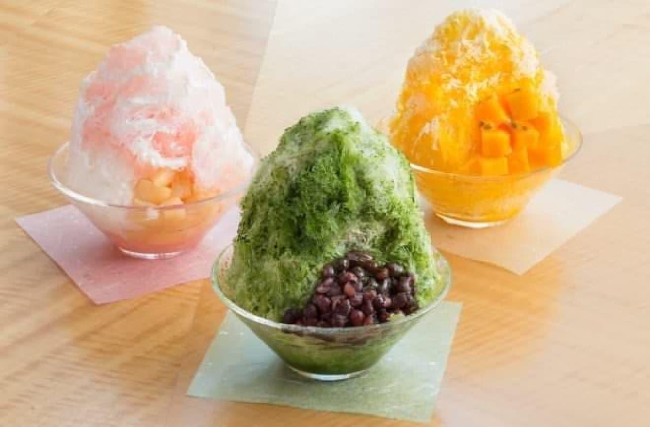 ふわふわの氷を食べ進めると、中にはアイスクリームが