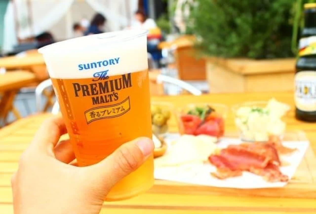 おいしいビール&フードで極上のひとときを、心地よい夏空の下で