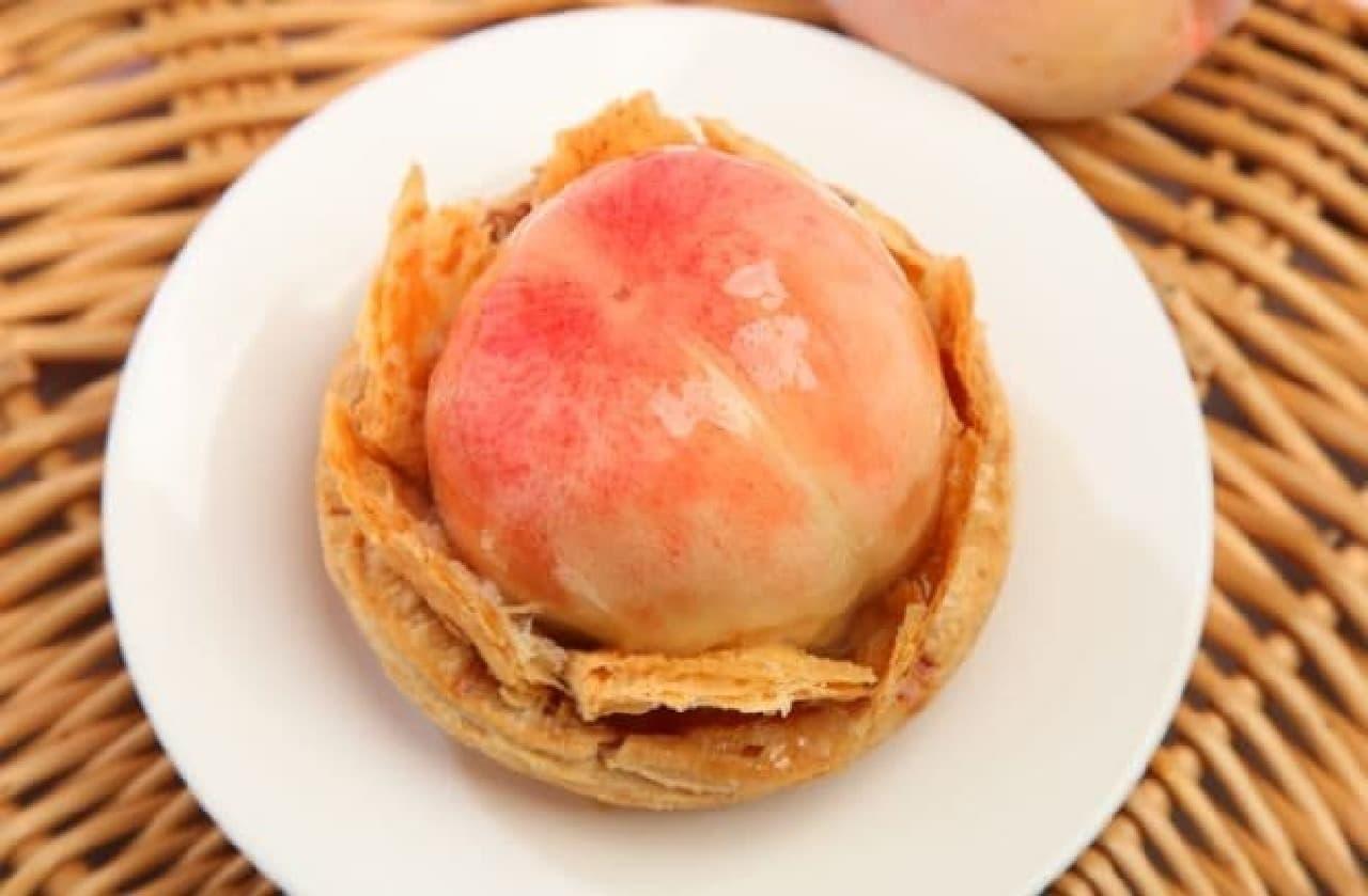 桃をまるごと使った贅沢なケーキ!