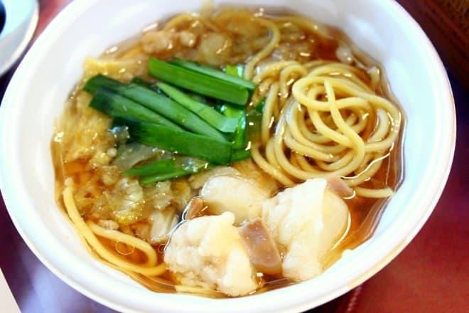 クセのない国産もつの旨みがスープにも溶けこんだ  「ぷるるんもつ鍋ラーメン」(600円、食福亭味革)