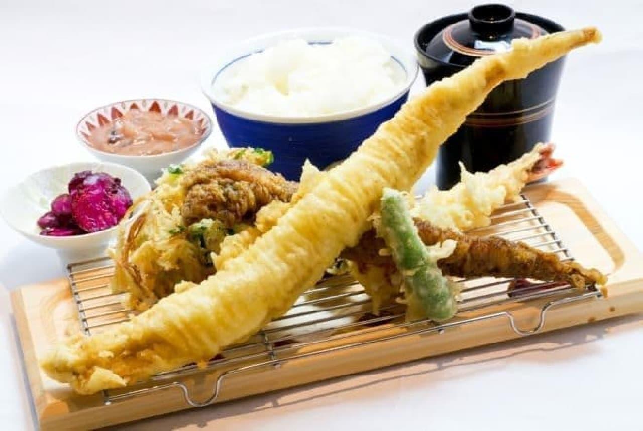写真は代表メニュー「名物穴子天ぷら定食」