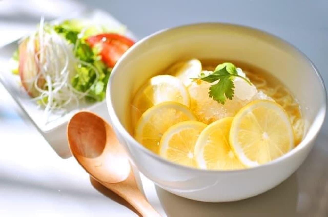 ひんやり冷たい「氷レモンラーメン」